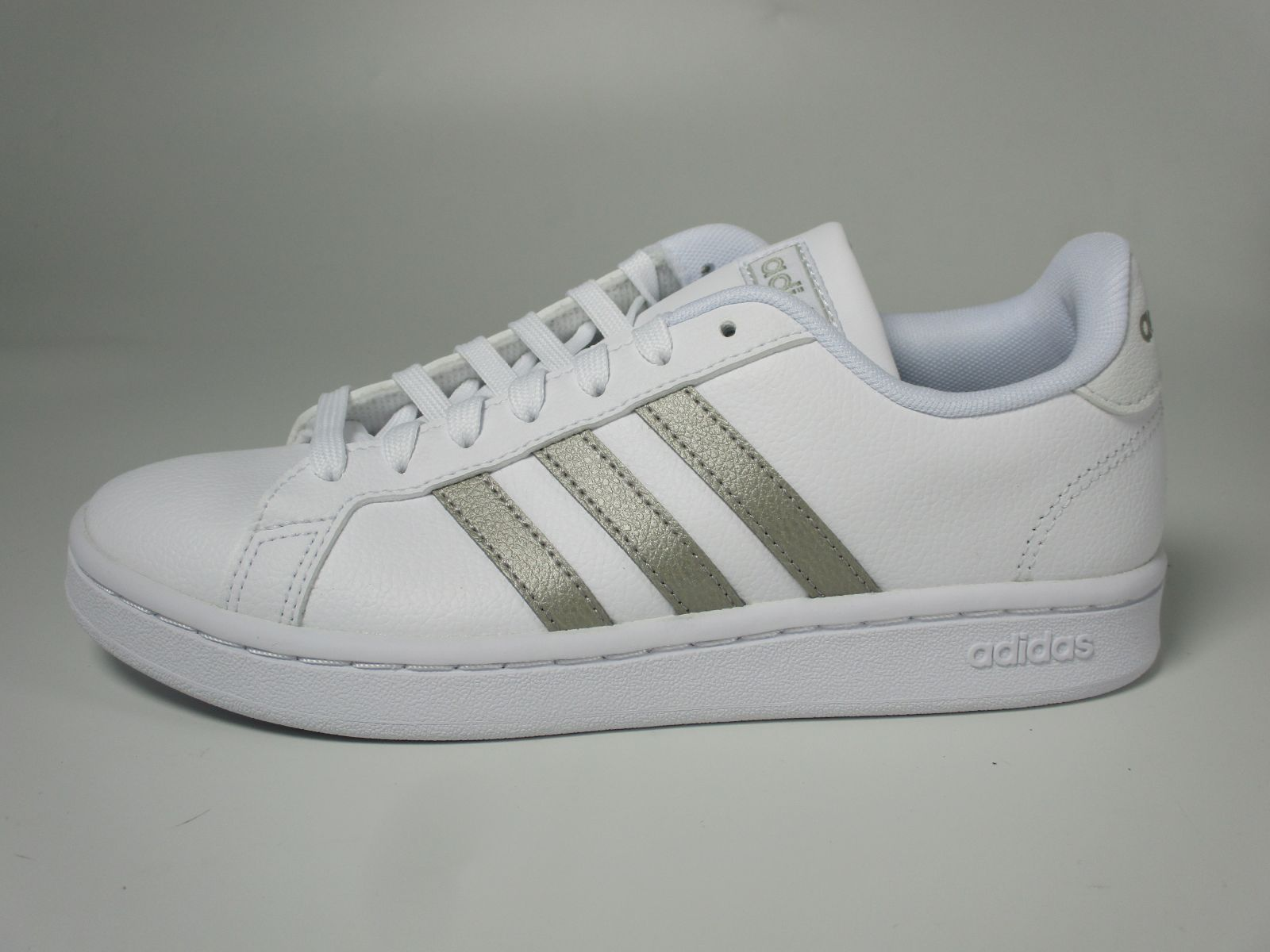 Adidas Basket Blanc/Or dames (Grand Court - F36485) - Marques à Suivre